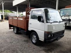 2000yrs Nissan Cabstar PGF22 Wooden Cargo 10ft