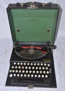 Antique remington usa mechanical typewriter