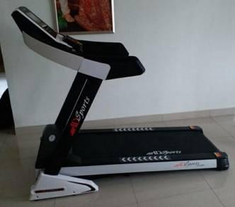 Treadmill 4.5 HP brand new condition (few months)
