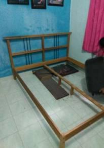 Katil kayu and tilam