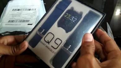 Q9 brand smart watch new unused