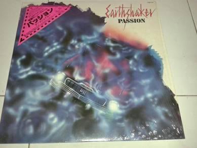 Piring Hitam Vinyl LP Earthshaker - Passion