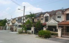 Puchong Jaya & puchong area furnished house for rent