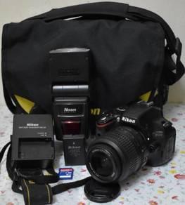 Nikon D5100 + Lens 18-55mm + nissin di622 mark ii