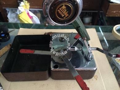 Antiques Mikky Mini Gramophone Pemain Muzik Antik