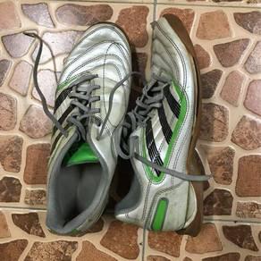 Kasut futsal untuk dijual muroh2 jah