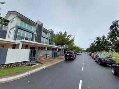 Bangi avenue 3 stry, corner with 20ft land, lowest price