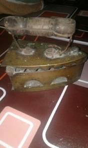 Seterika antik (iron antique)