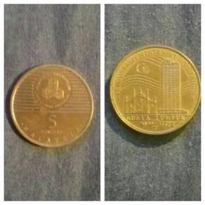 Duit lama syiling dan kertas.