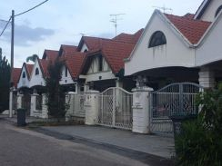 Pelangi Indah - Renovated - Gated Guarded - LOW DOWNPAYMENT