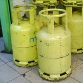 Tong gas kuning.jual sahaja ada 6 tong .