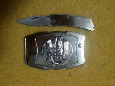 Buckle with hiding knife