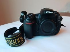 Nikon D300s Body + Lens + Speedlight