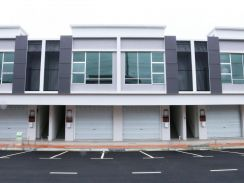 3 Storey Commercial Shop !! Great Price Offered !!