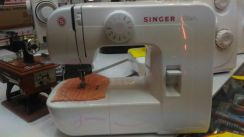 Model 1306~ sewing machine 6 design white singer