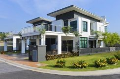 Double storey Bungalow 50x80 freehold near ktm station plus highway