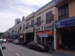 Double Shop house facing main rd at Balik Pulau