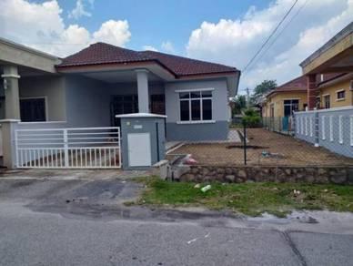 Single Storey Semi D House at Taman Tuanku Jaafar, Sbn, N9
