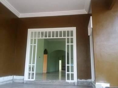 Frame pintu dan tingkap kayu seraya