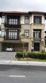 Nice bungalow in Glenmarie Residence , Glenmarie Courts , Fairway 18