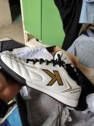 Kasut futsal kelme k-fighting putih size 39