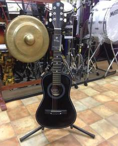 Gitarlele Techno Hitam (T-30)