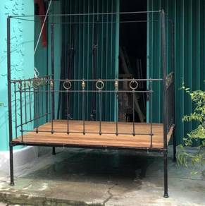 Antique vintage colonial cast iron brass bed