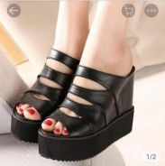 High heels / wedges (black)