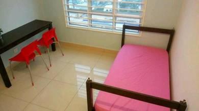 FEMALE Medium room Casa Residenza , Kota damansara MRT , SEGI