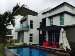 East Ledang Bungalow Melody Park With Swimming Pool AAA House