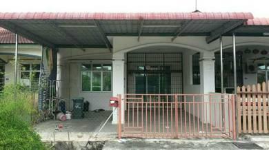 This house located at zon mawar ambangan height