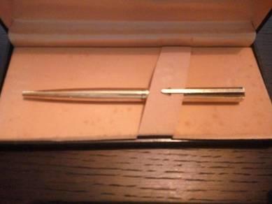 New Gold Signature Pen Sheaffer & Parker