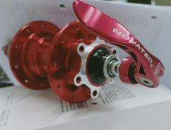 Novatec hub red