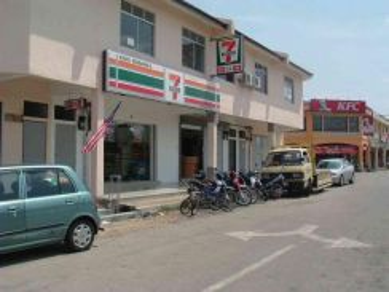 Lukut shop lot beside Pasar ( wet Market)