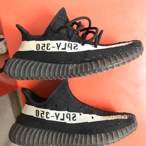 Yeezy 350 black oreo