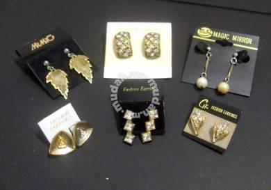 LOT 6 Vintage (Pierced) Earrings - Assorted