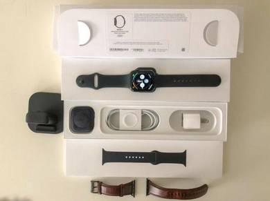 Apple Watch Series 4, 44mm Space Gray Aluminum