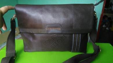 Leather eL.Vi sling bag bundle