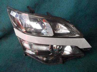 Toyota vellfire head lamp per side