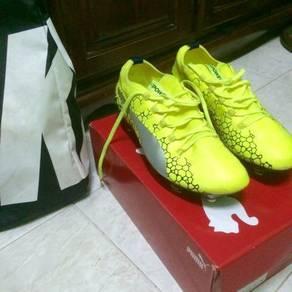 Football shoes puma evopower size 10 uk