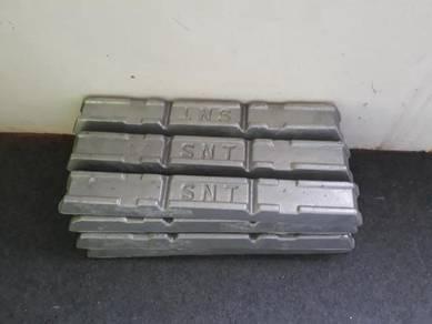 Selling aluminium ingot