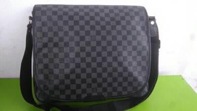 EL.Vi messenger sling bag bundle