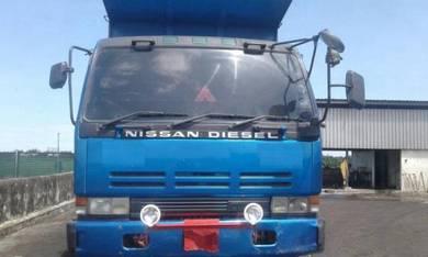 Nissan CW520