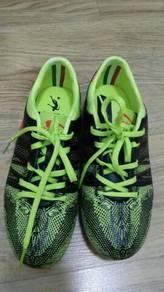 Futsal shoes budak