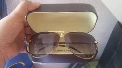 Louis Vuitton Petite Viola Pilote Sunglasses
