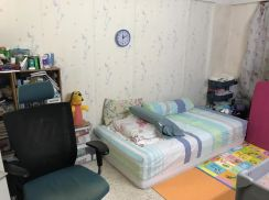 Clean HOUSE (2 rooms) with 1min walking to Miharja LRT Station