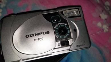 Vintage Olympus camera lama