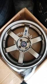 17 inch Rays te37rt new set