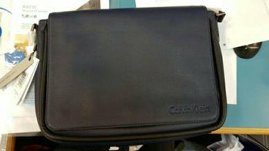 Calvin klein messenger bag - new