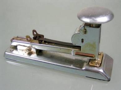 Vintage antique pilot no.402 usa stapler